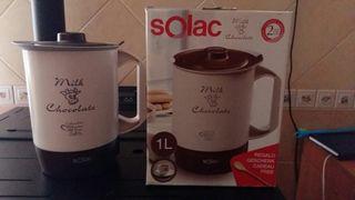 Hervidor y termo de agua y chocolate