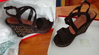 Sandalias negras y doradas. Nueva OFERTA