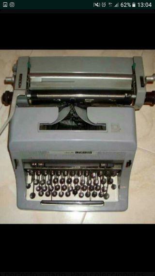 Máquina de escribir antigua. olivetti 98