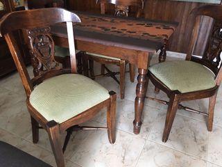 Mesa y 4 sillas precio negociable