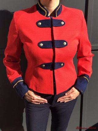 Chaqueta estilo militar roja