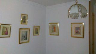cuadros , lampara de techo y paraguero .
