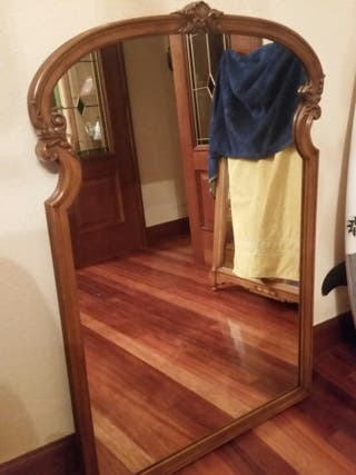 Amplio espejo de pared