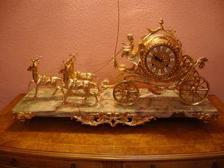 Relój JOYA de estilo imperio con peana en marmol