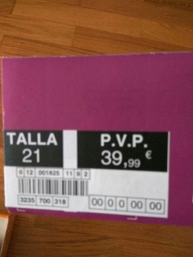 zapatos niña morados talla 21
