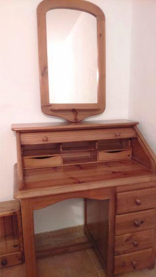Conjunto dormitorio de madera maciza