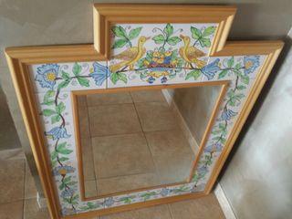 Espejo con marco pintado a mano
