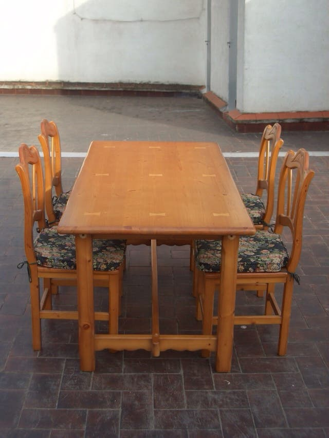 Mesa comedor y 4 sillas