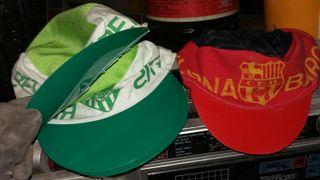 gorras del betis y barsa muy antiguas