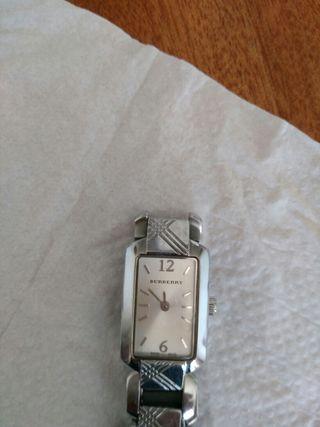 el reloj de mujer Burberry