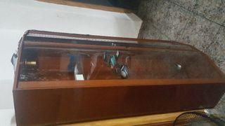 vitrinas de muebles con la luz