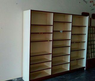 muebles espositor madera. 2:30 alto. 3de largo.36f