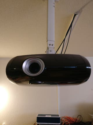 proyector infocus con pantalla