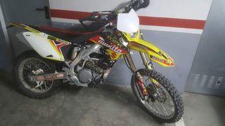 Moto cross Suzuki RM Z450