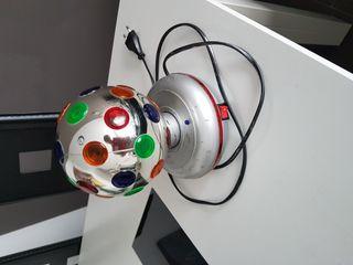 Bola de luces y música.