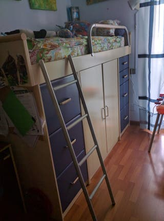 Cama alta con armario