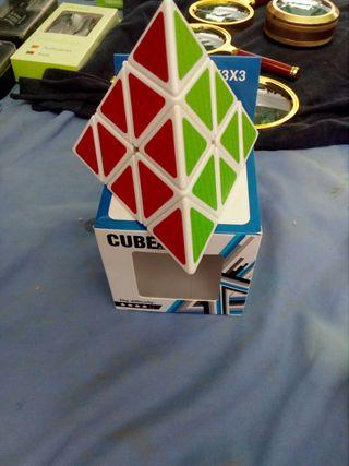 cubo rubik pirámide