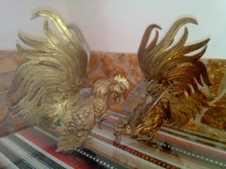 pareja gallos de metal macizo