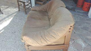 Sofá de piel y madera, precio negociable