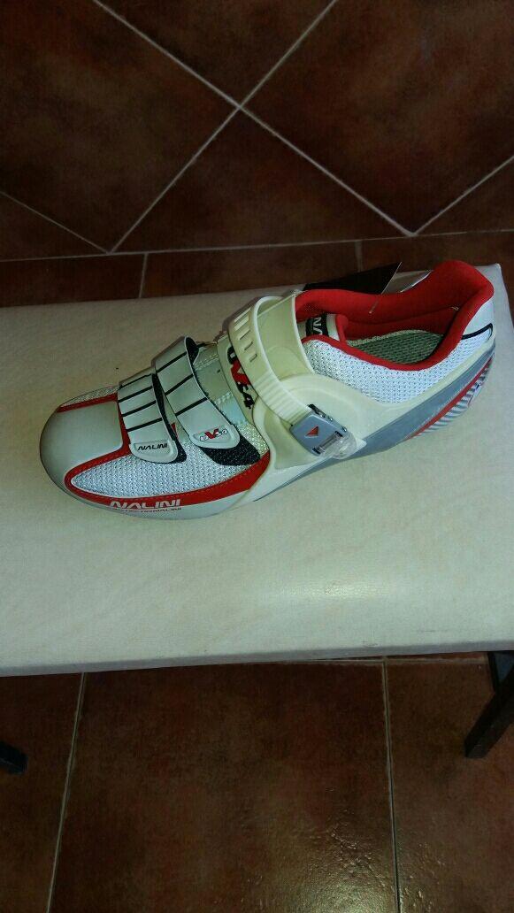 Zapatillas nuevas de ciclismo. Marca Nalini.
