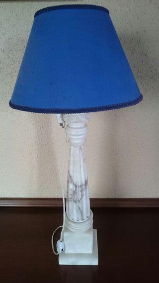 Lámpara antigua pie márrmol