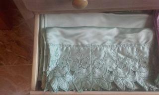 Sab nas preciosa raso con regalo manteleria blanca de segunda mano por 9 95 en m laga en wallapop - Sabanas de raso precio ...