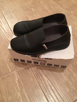 Zapatos camarera
