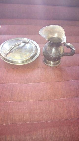 jarrita antigua y plato con tapa de alpahaca