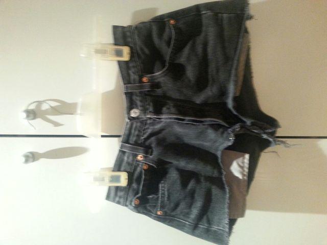 fa89eb81a2 Pantalones cortos de segunda mano por 10 € en Madrid en WALLAPOP