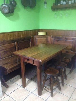 Banco rinconero y mesa de cocina
