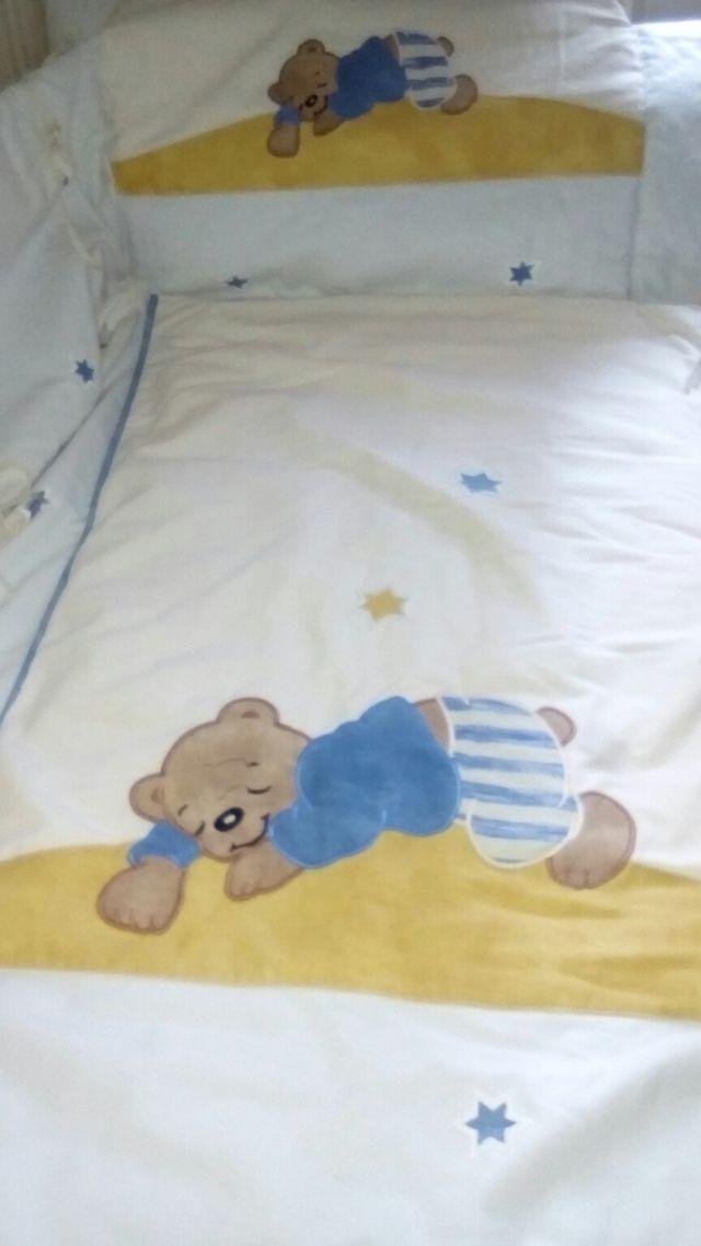 Colcha bebé, protector y cortina
