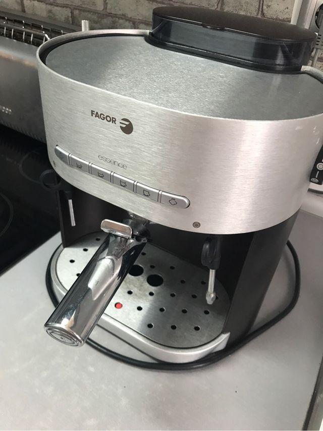Cafetera fagor essence