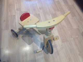 Triciclo infantil de madera. Muy buena calidad.