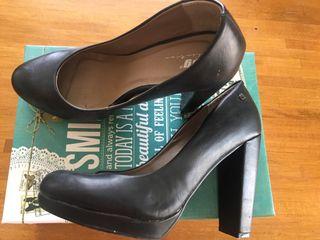 Zapatos salón piel mustang