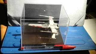 Nave Star Wars X-wing Lucasfilm oficial expositor