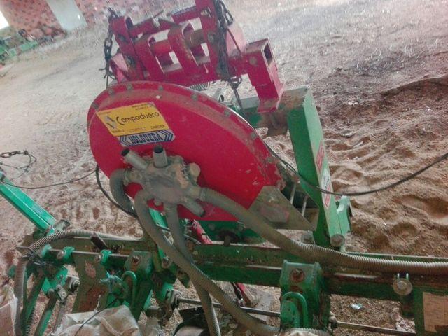 SEMBRADORA MAIZ AGRICOLA TRACTOR