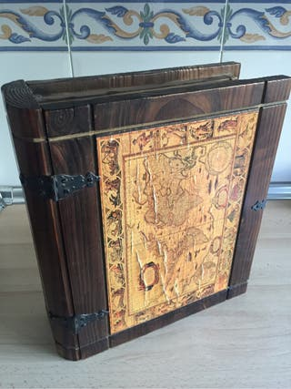 Libro decorativo de madera