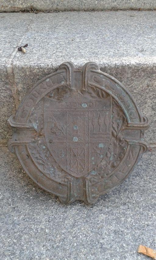 Cenicero de bronce de uskadi