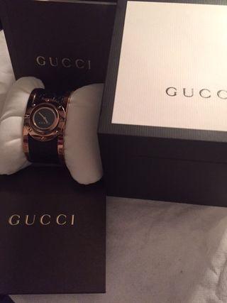 montre Gucci neuve pour femme