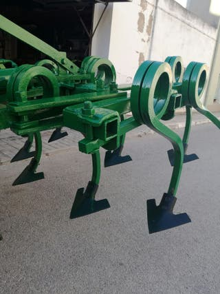 cultivador 9 brazos curvos hidráulico