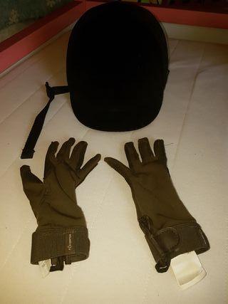 casco y guantes equitación