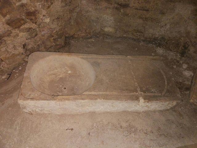 Pila de piedra natural antigua
