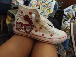 Zapatillas tipo converse hello kitty