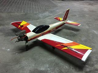Avión teledirigido Tiger Sport 40L