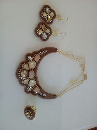 pendientes, collar y anillo