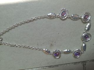Gargantilla piedras lilas muy bonita