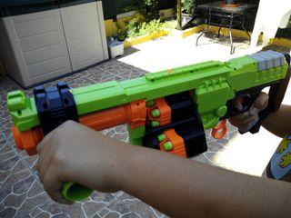 Nerf Zombi Dominator + munición extra