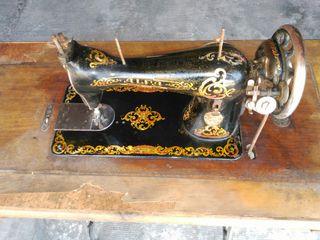 Máquina de coser antigua marca alfa