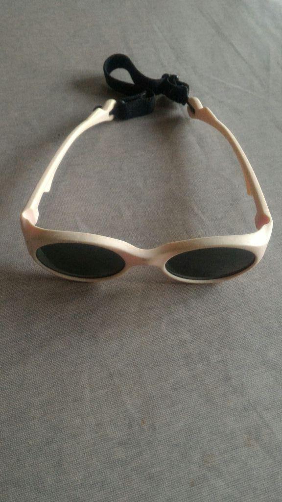 304f64ea86 Gafas de sol para peques del Decathlon color rosa de segunda mano ...