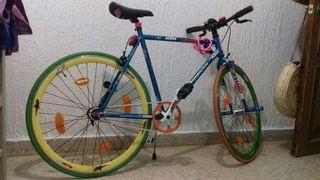 bicicleta de paseo muy chula y con extras